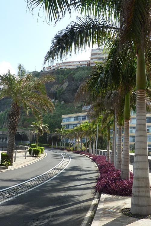 Vista del conjunto de zona asfaltada y peatonal junto a túnel de Martiánez