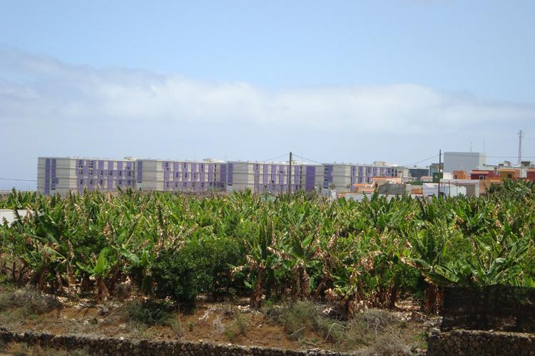 Vista general del Complejo Hospitalario del Norte de Tenerife desde la carretera principal