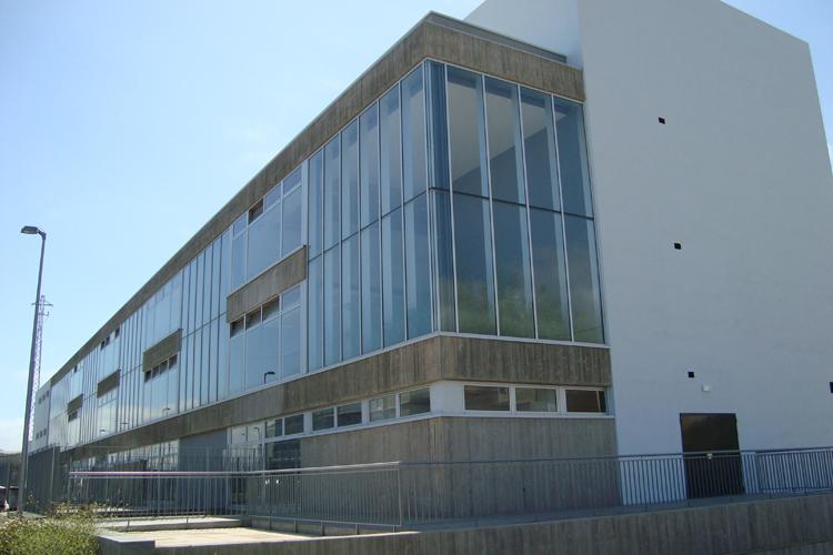 Vista de la fachada principal del Centro de Atención Especializada del Hospital del Norte